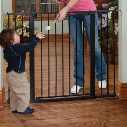 KidCo Tall & Wide Auto Close Gate